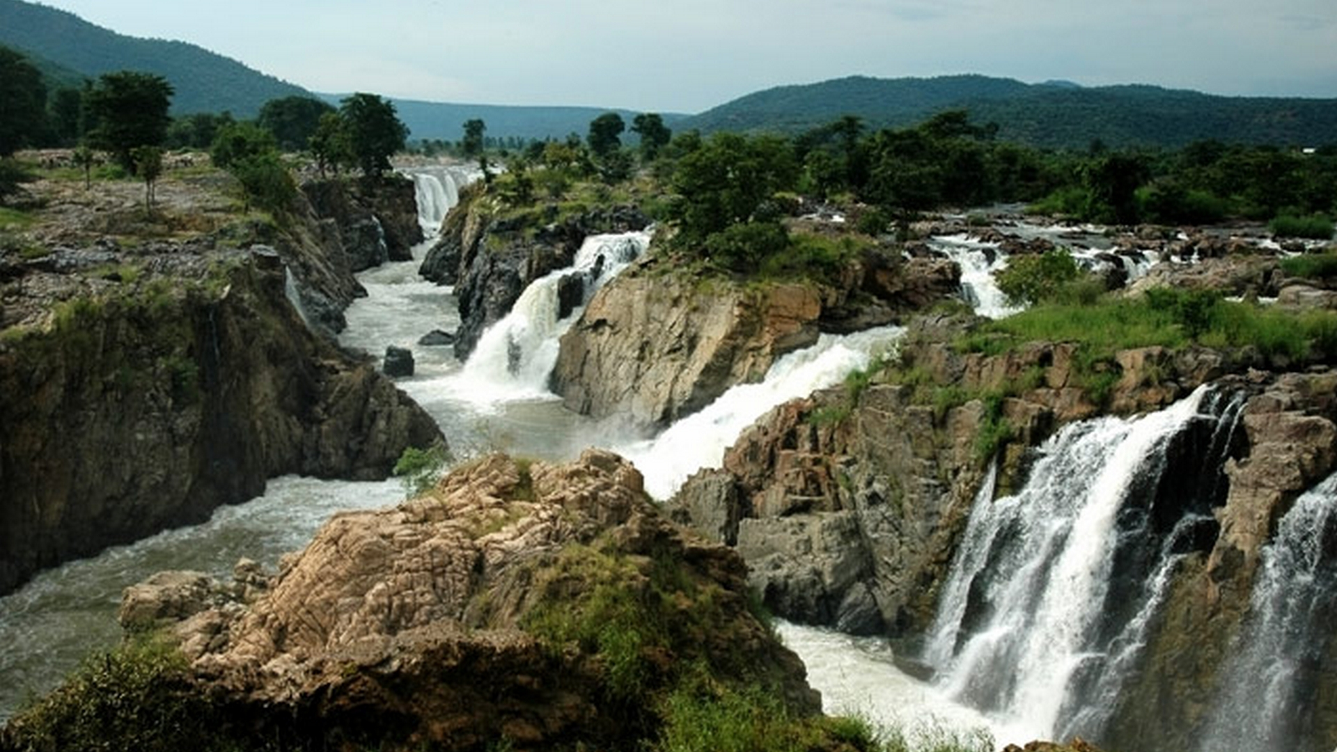 Aruvikuzhi Waterfalls