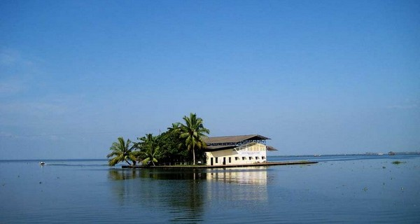 kumarakom-backwaters-1523602530.jpg