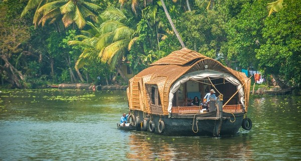 alleppey-backwaters-houseboat-1528521609.jpg