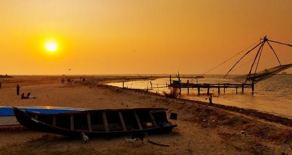 fort-kochi-chinese-fishing-nets-beach-1518194412.jpg