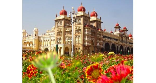 mysore-palace-india-gardens-1526006745.jpg