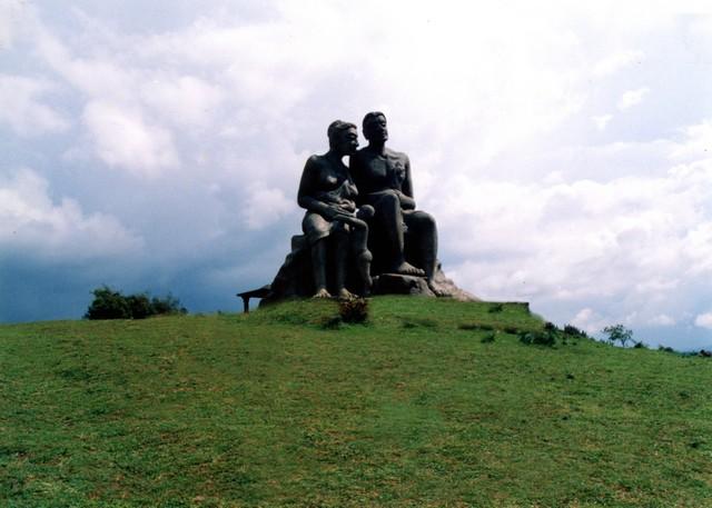 Kuravan Kurathi Statue in Ramakkalmedu