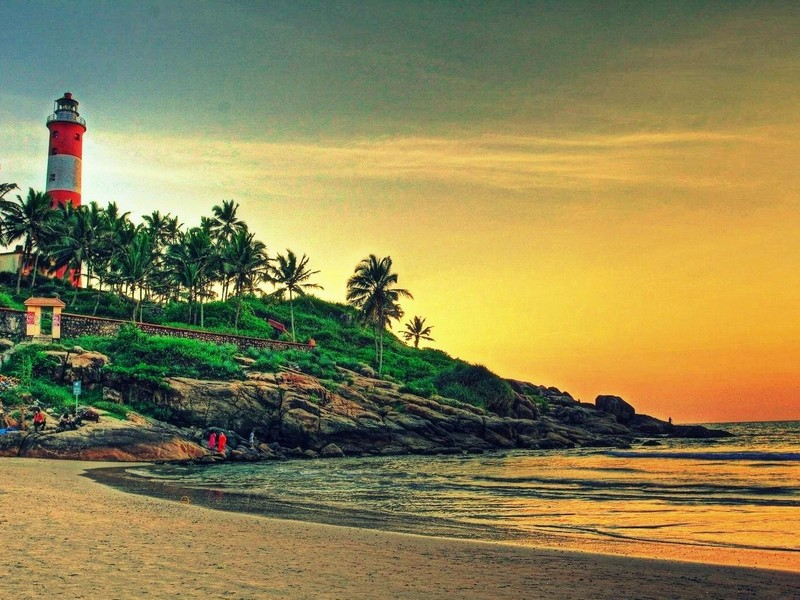 keralas-kovalam-light-house-beach