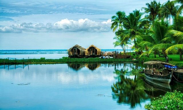 Alleppey or Kumarakom-Which is the best option for a Kerala houseboat