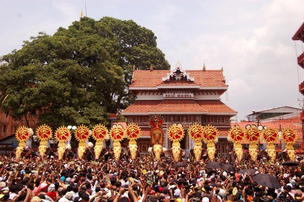 Thrissur pooram is colorfully spectacular and pulls in a large number of tourists from all over the world