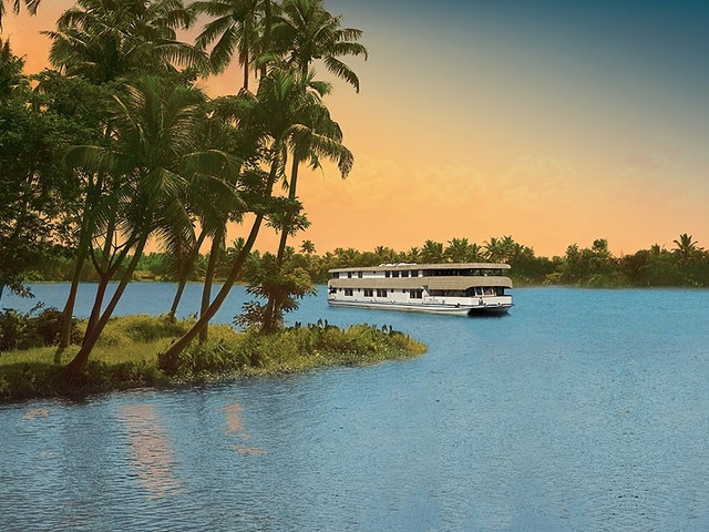 Best Luxury Houseboats in Kerala