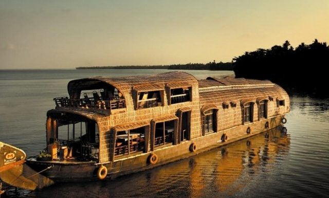 Kerala Houseboat Cruise – Once in a lifetime experience