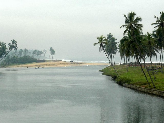 Kappil Lake is popular for its serene atmosphere and the coconut plantations
