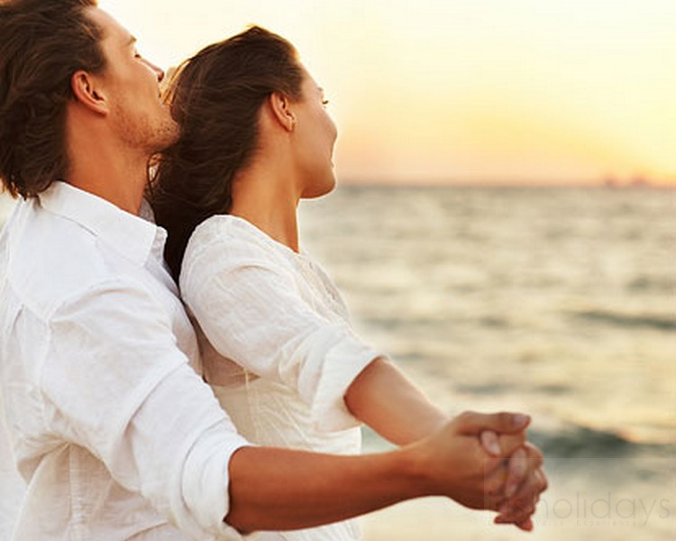 Top 10 romantic kerala honeymoon activities for any couple for Hot bed love images