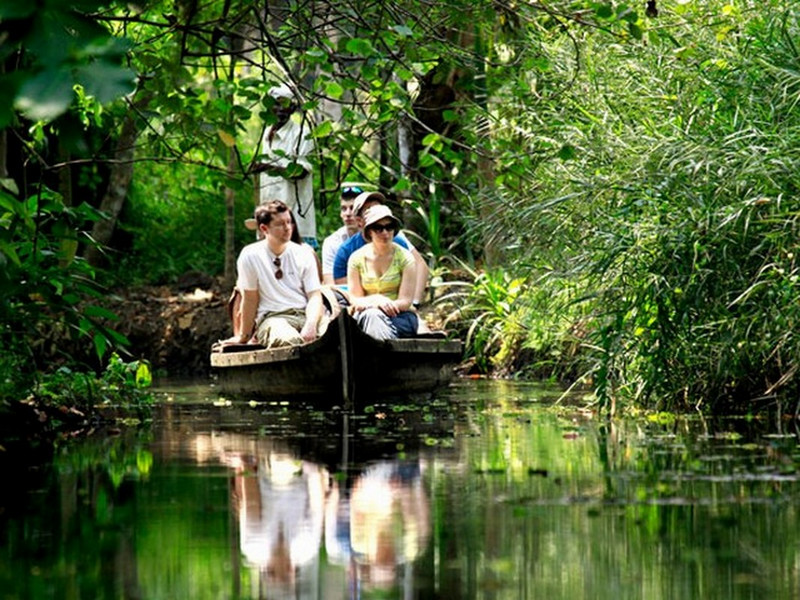 backwaters-village-life-canoe-cruise