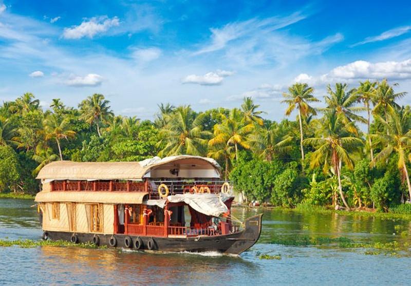 kerala-backwaters-houseboat-things-to-do-in-kerala