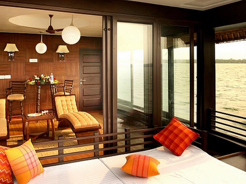 backwater-cruise-kerala-houseboat-view-