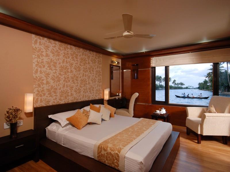 kerala-houseboat-backwaters-bedroom