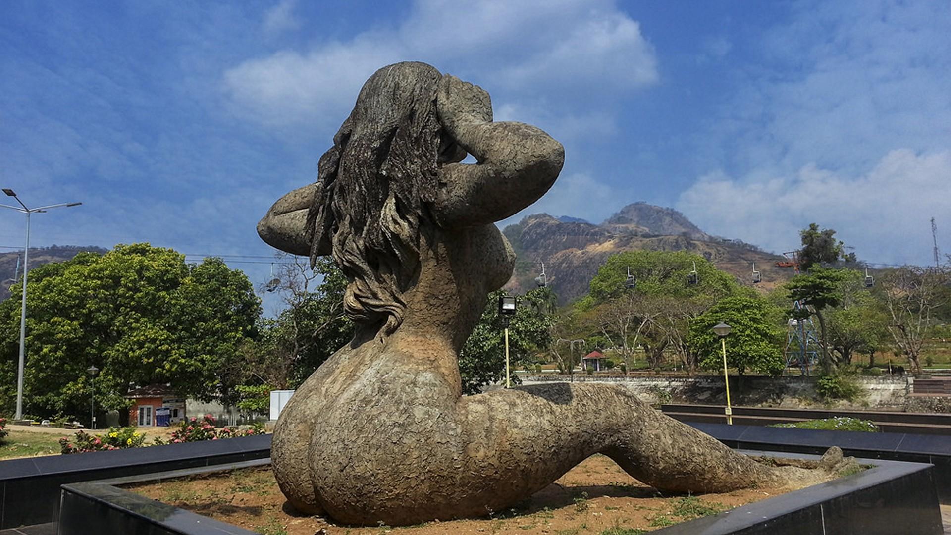 yakshi-statue-malampuzha-dam