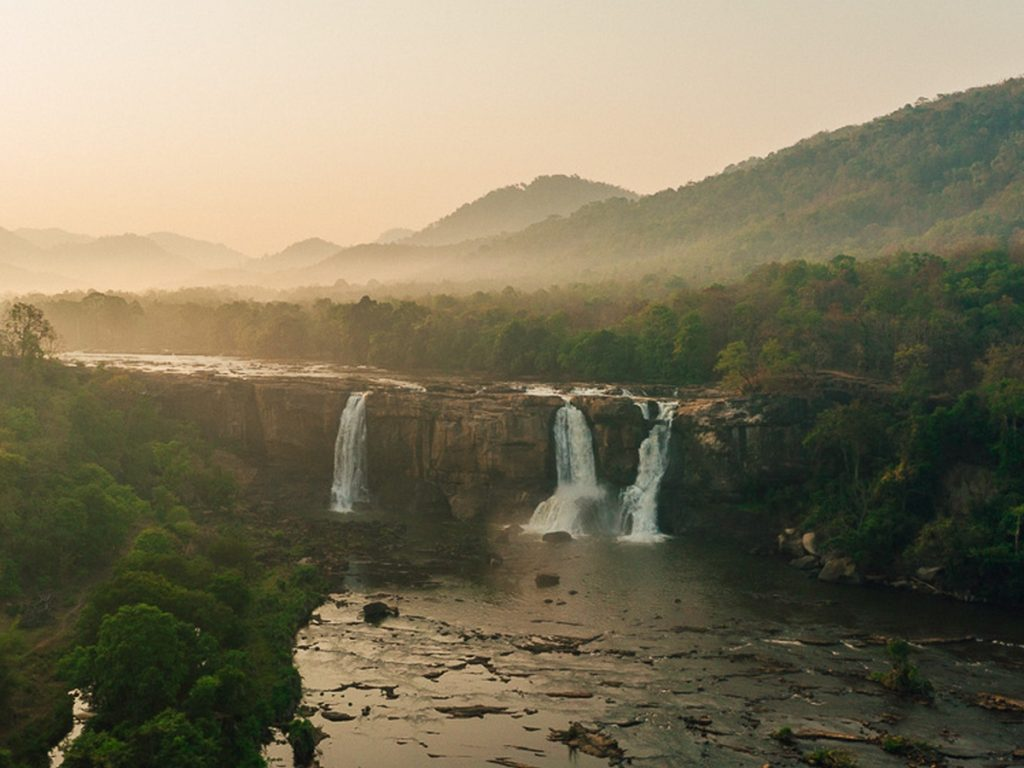 athirapally-water-falls-kerala
