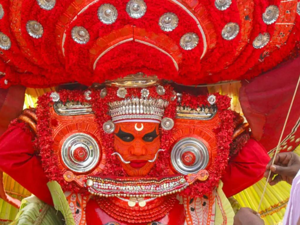 theyyam-dance-of-gods-kerala