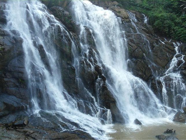 Kombaikani Waterfalls