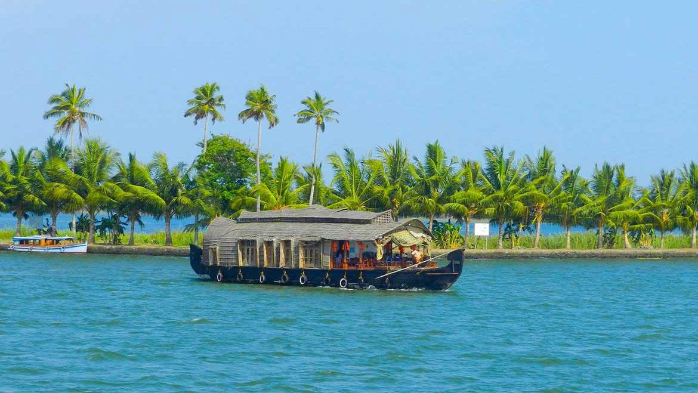 How to Travel From Munnar to Kumarakom